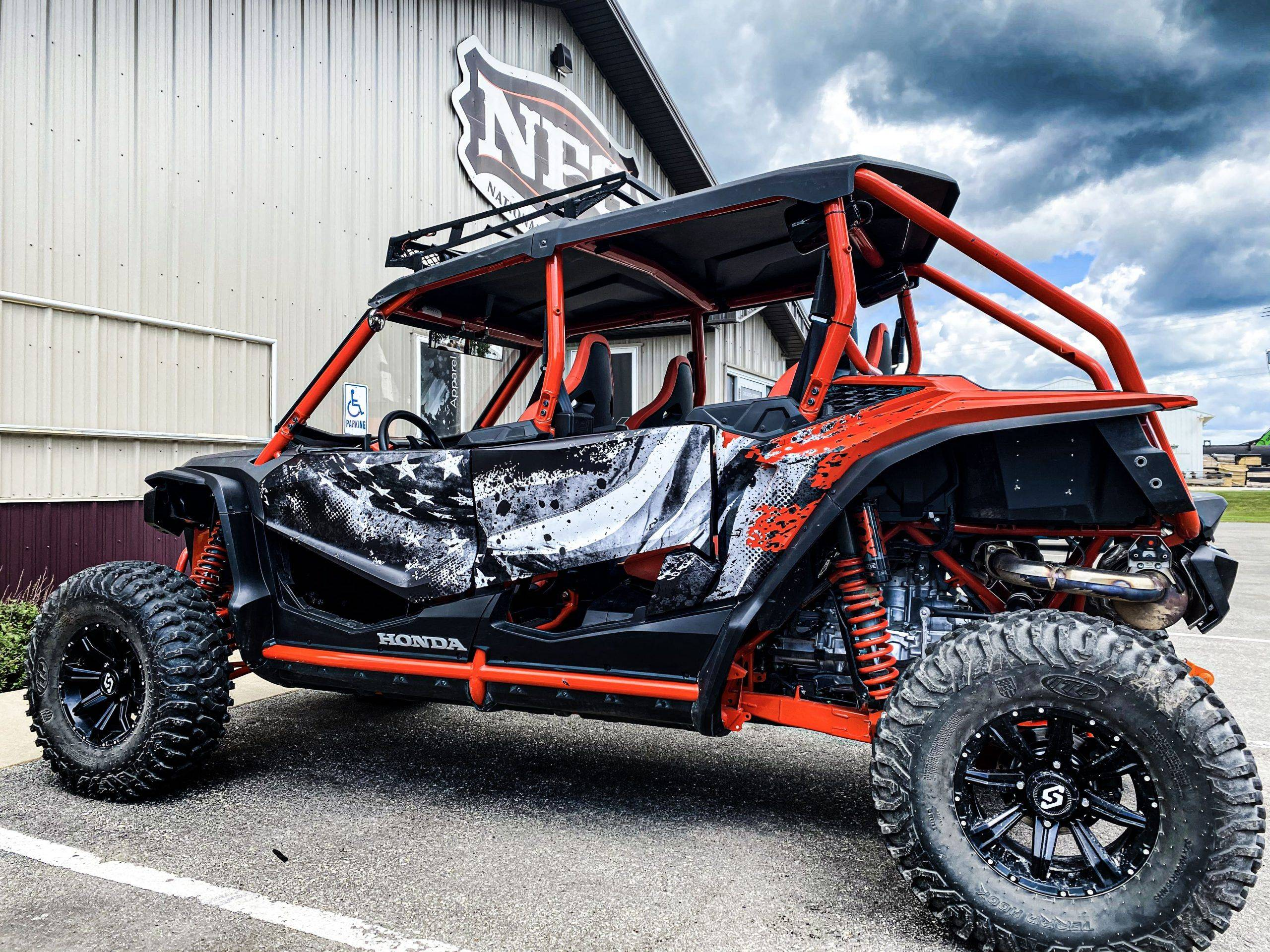 How to Attract Viewers with Your Automotive Wraps